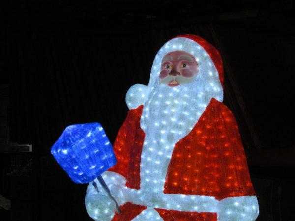 Дед Мороз 3D белый в красном полушубке, в синих сапогах с синим фонарем, 185х105см, 24В 1