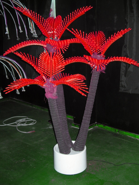 Пальма кокосовая тройная 1,5х2,2м, 20 ветвей, красная