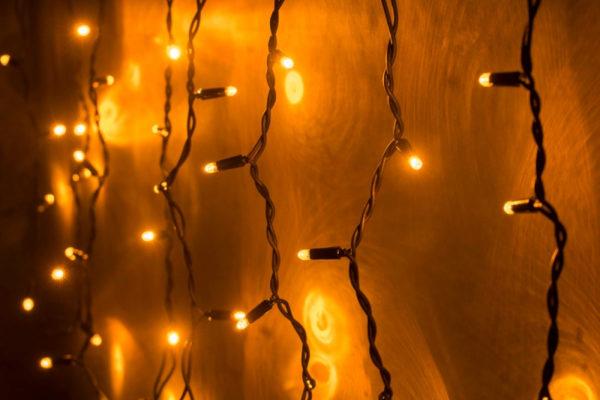 Гирлянда Айсикл 4,8 х 0,6 м, МЕРЦАЮЩАЯ, черный провод КАУЧУК, свечение желтое/мерцание желтое 1